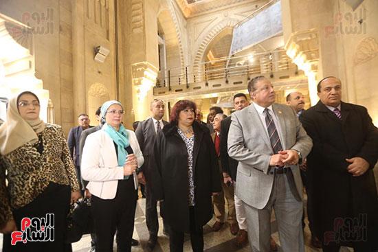 وزيرة الثقافة تتفقد مبنى دار الكتب والعرض المتحفى بصحبة قيادات الوزارة  (18)