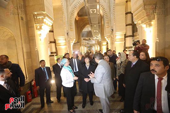 وزيرة الثقافة تتفقد مبنى دار الكتب والعرض المتحفى بصحبة قيادات الوزارة  (15)