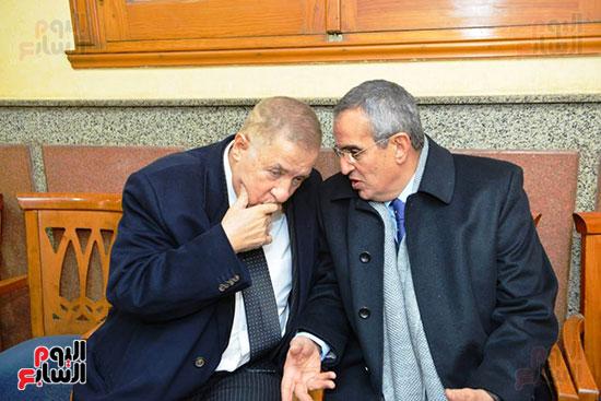نجل الرئيس السادات يستقبل عزاء شقيقه فى مسجد الرحمن الرحيم (14)