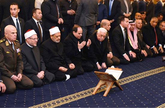 الرئيس يفتتح مسجد الفتاح العليم وكاتدرائية ميلاد المسيح (10)