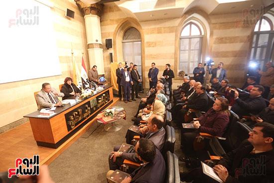 وزيرة الثقافة تتفقد مبنى دار الكتب والعرض المتحفى بصحبة قيادات الوزارة  (23)
