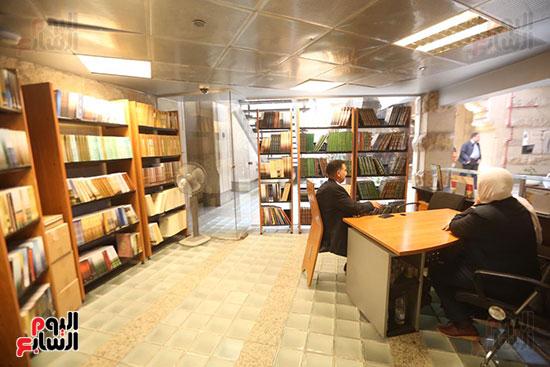 وزيرة الثقافة تتفقد مبنى دار الكتب والعرض المتحفى بصحبة قيادات الوزارة  (1)