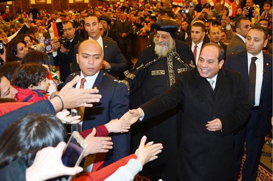 الرئيس يفتتح مسجد الفتاح العليم وكاتدرائية ميلاد المسيح (12)