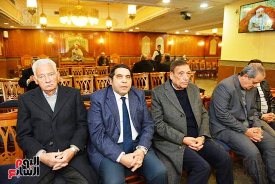 نجل الرئيس السادات يستقبل عزاء شقيقه فى مسجد الرحمن الرحيم (10)