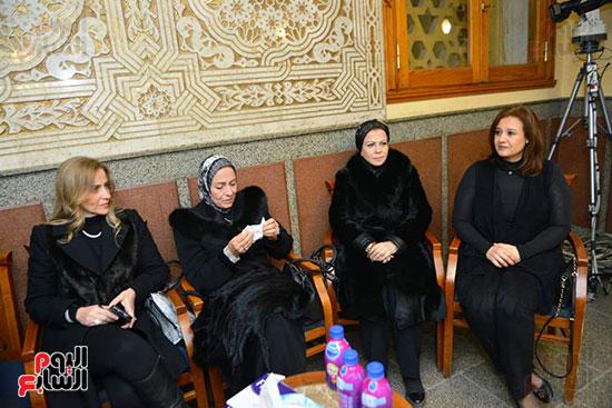 نجل الرئيس السادات يستقبل عزاء شقيقه فى مسجد الرحمن الرحيم (7)