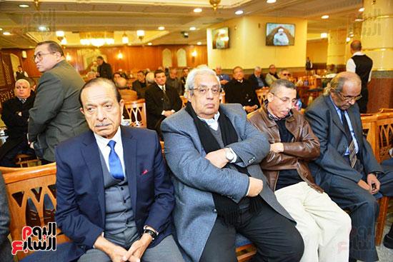 نجل الرئيس السادات يستقبل عزاء شقيقه فى مسجد الرحمن الرحيم (11)