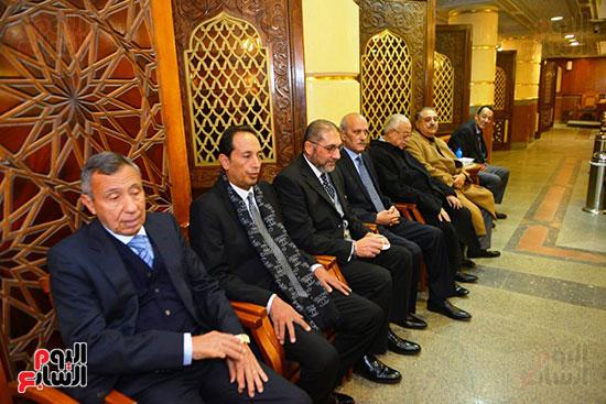 نجل الرئيس السادات يستقبل عزاء شقيقه فى مسجد الرحمن الرحيم (9)