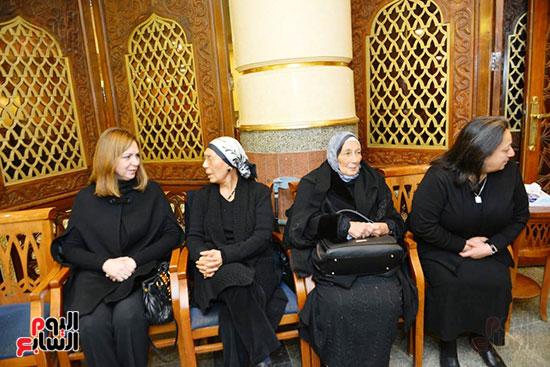 نجل الرئيس السادات يستقبل عزاء شقيقه فى مسجد الرحمن الرحيم (4)