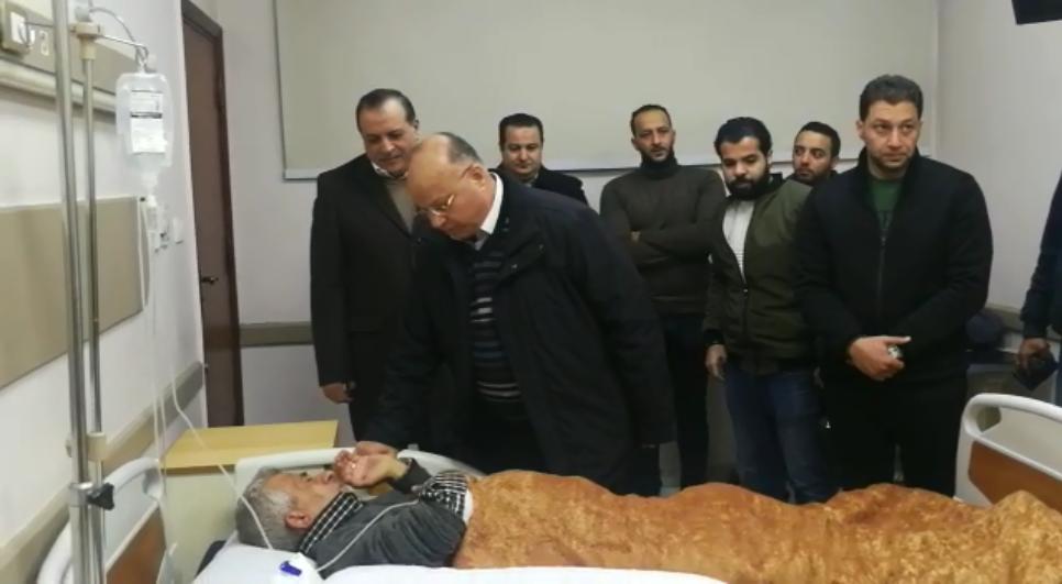 محافظ القاهرة يزور مصابى الشرطة بانفجار عزبة الهجانة (1)