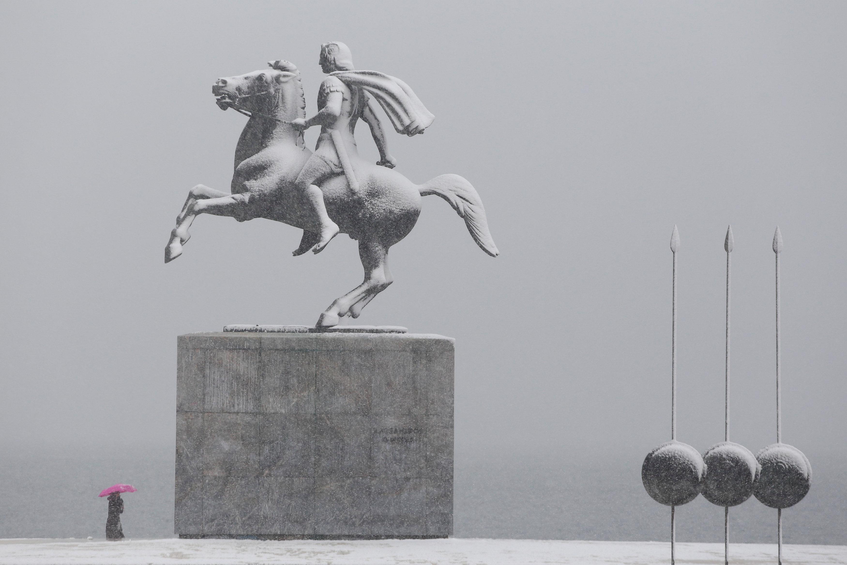 عواصف ثلجية تجتاح اليونان (3)