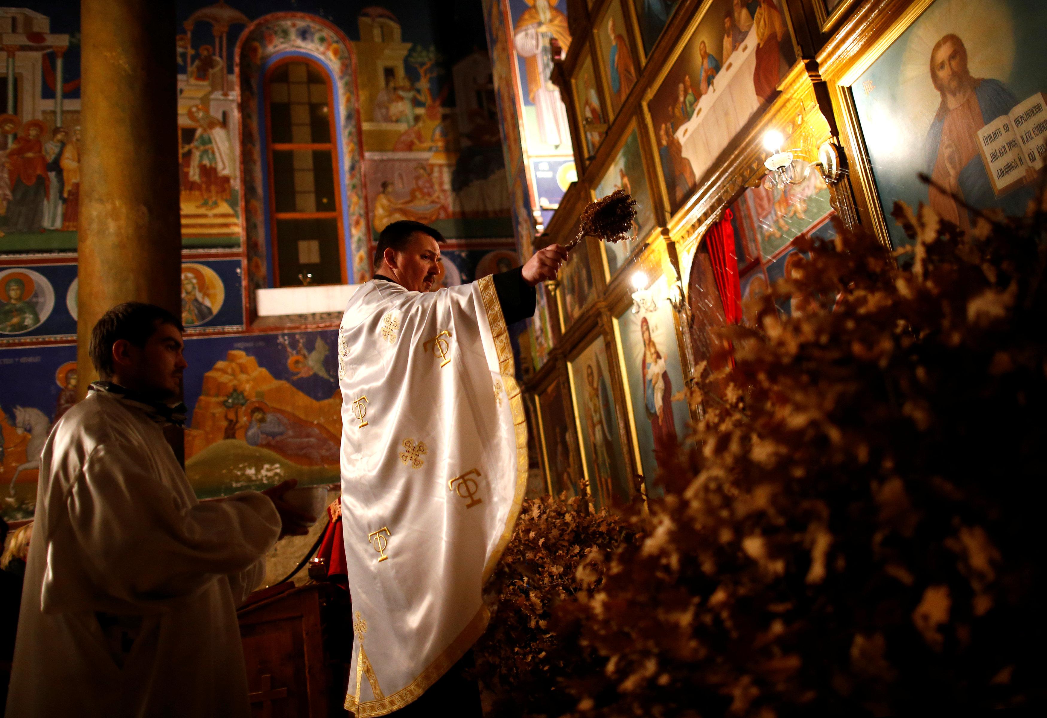 القداس فى أحد كنائس البوسنة