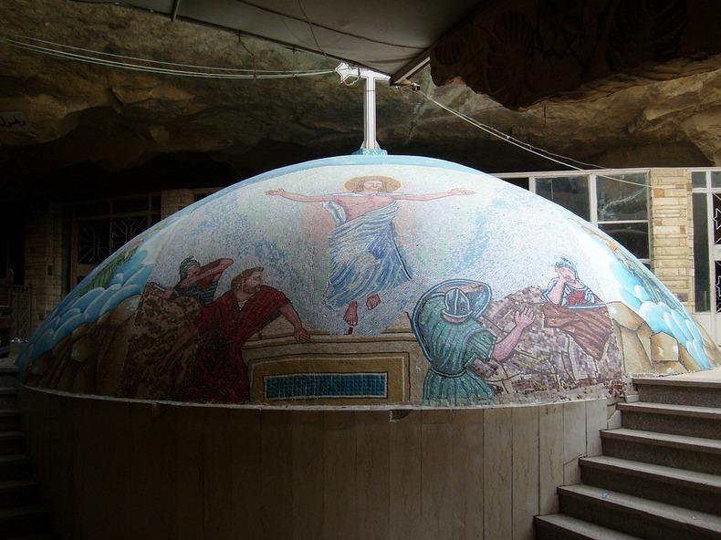قبة داخل الدير