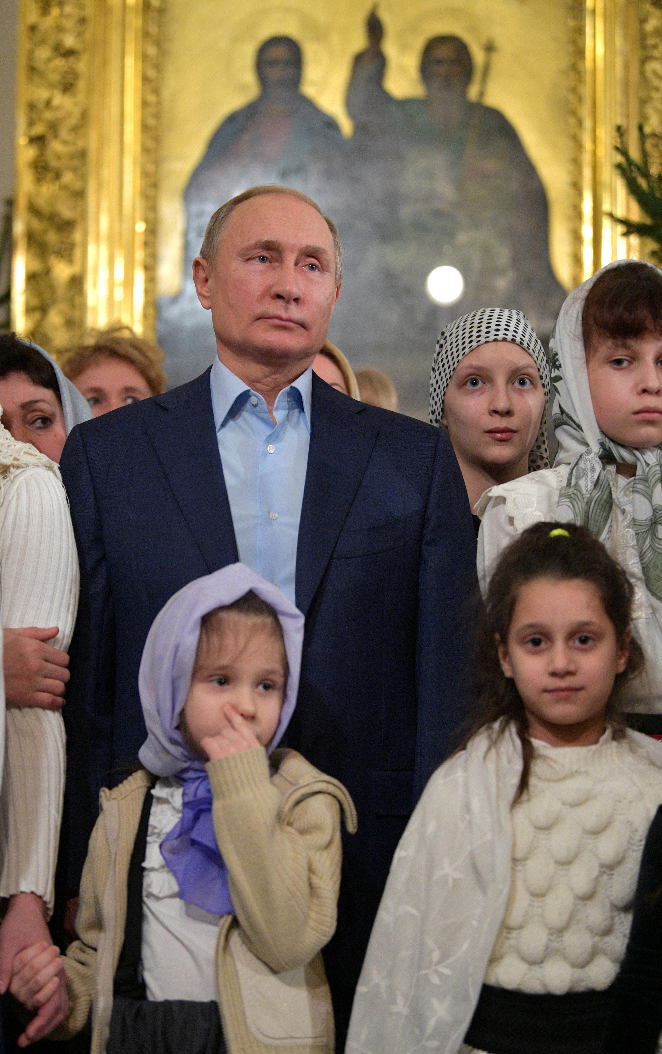 الرئيس بوتين يحضر قداس عيد الميلاد فى إحدى كنائس (4)