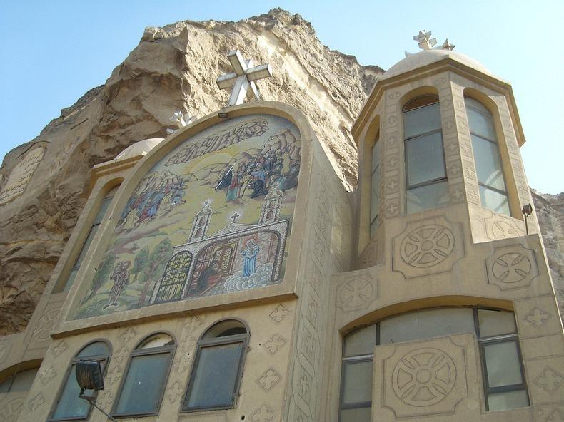 واجهة الدير