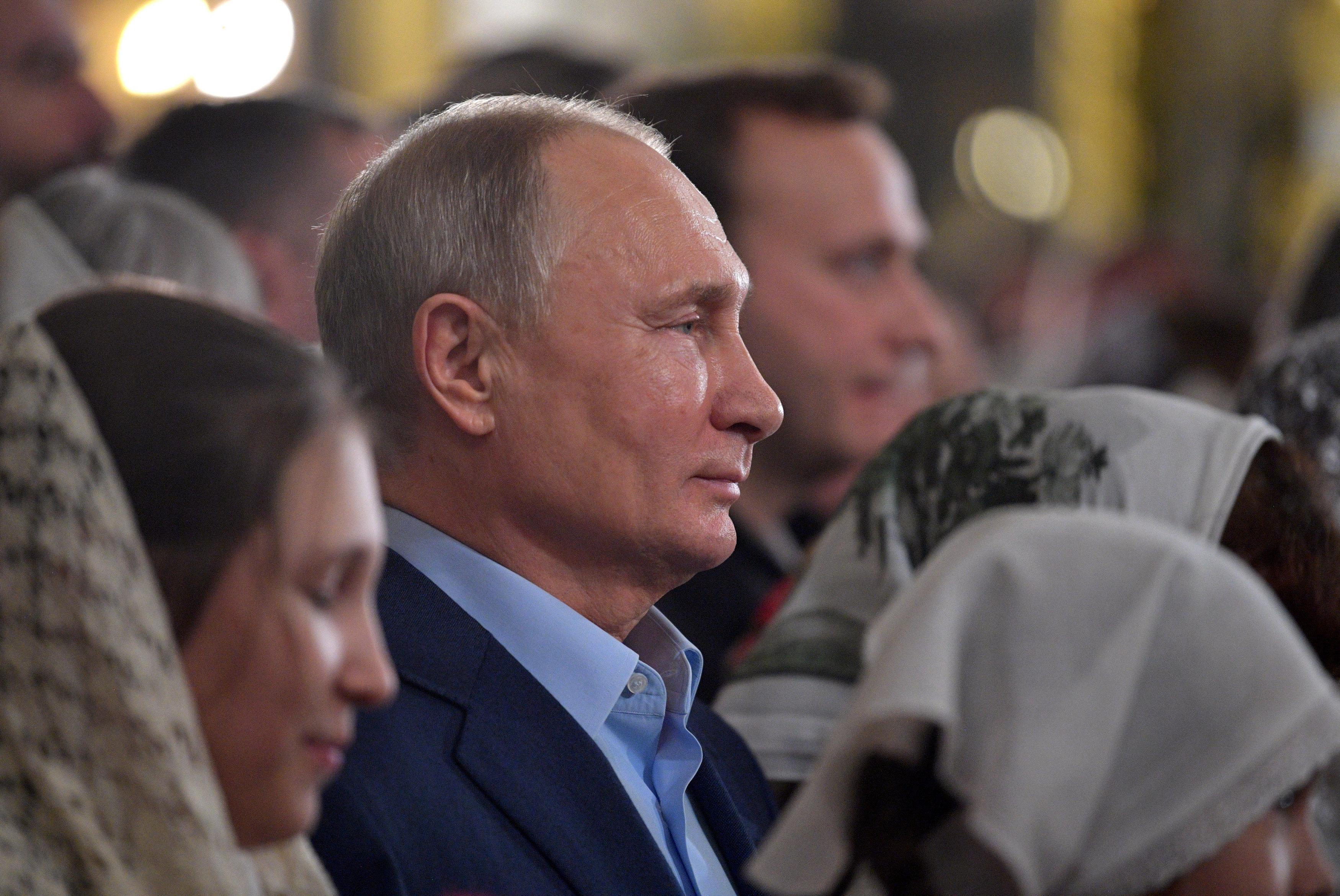 الرئيس بوتين يحضر قداس عيد الميلاد فى إحدى كنائس (3)