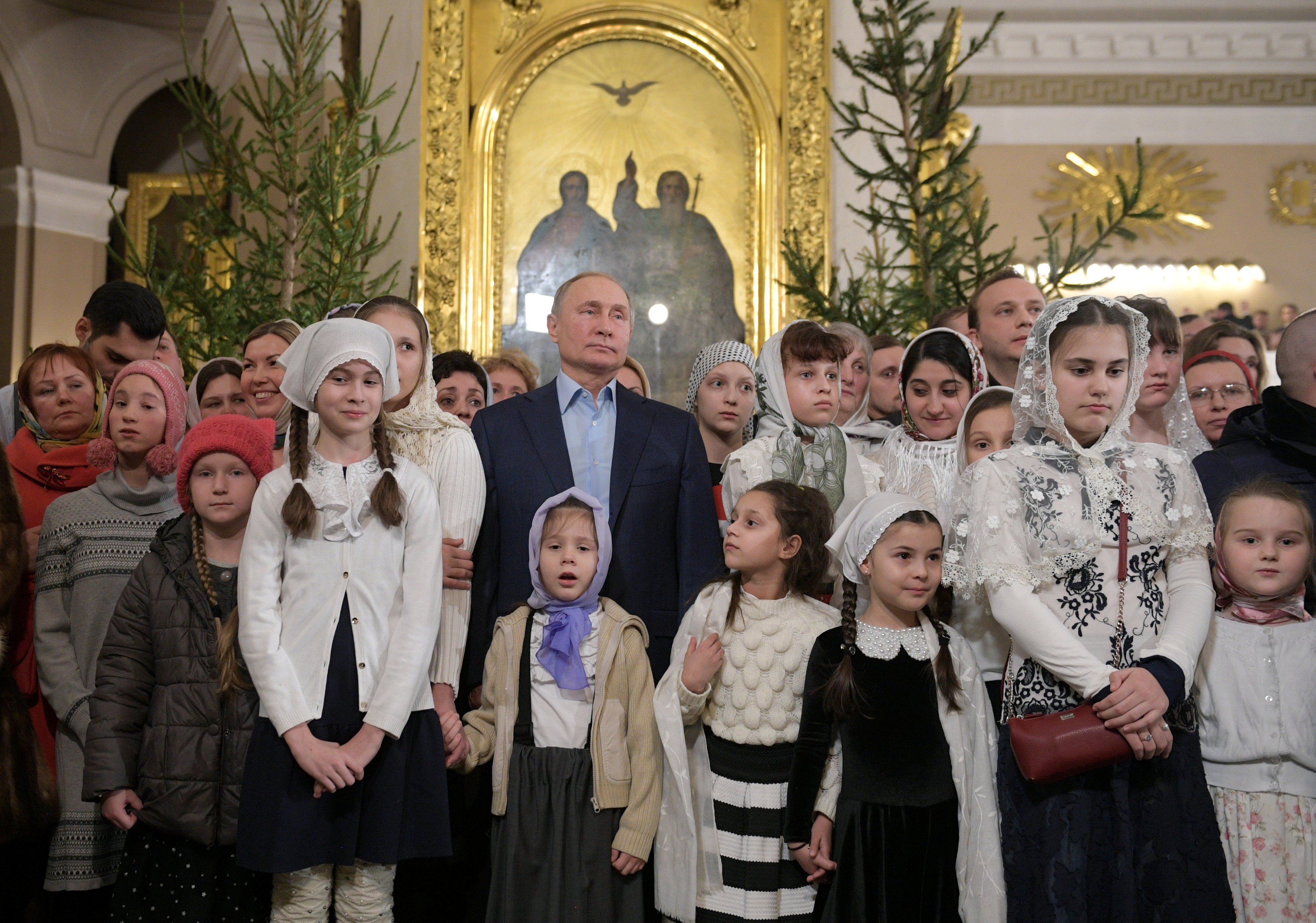 الرئيس بوتين يحضر قداس عيد الميلاد فى إحدى كنائس (5)