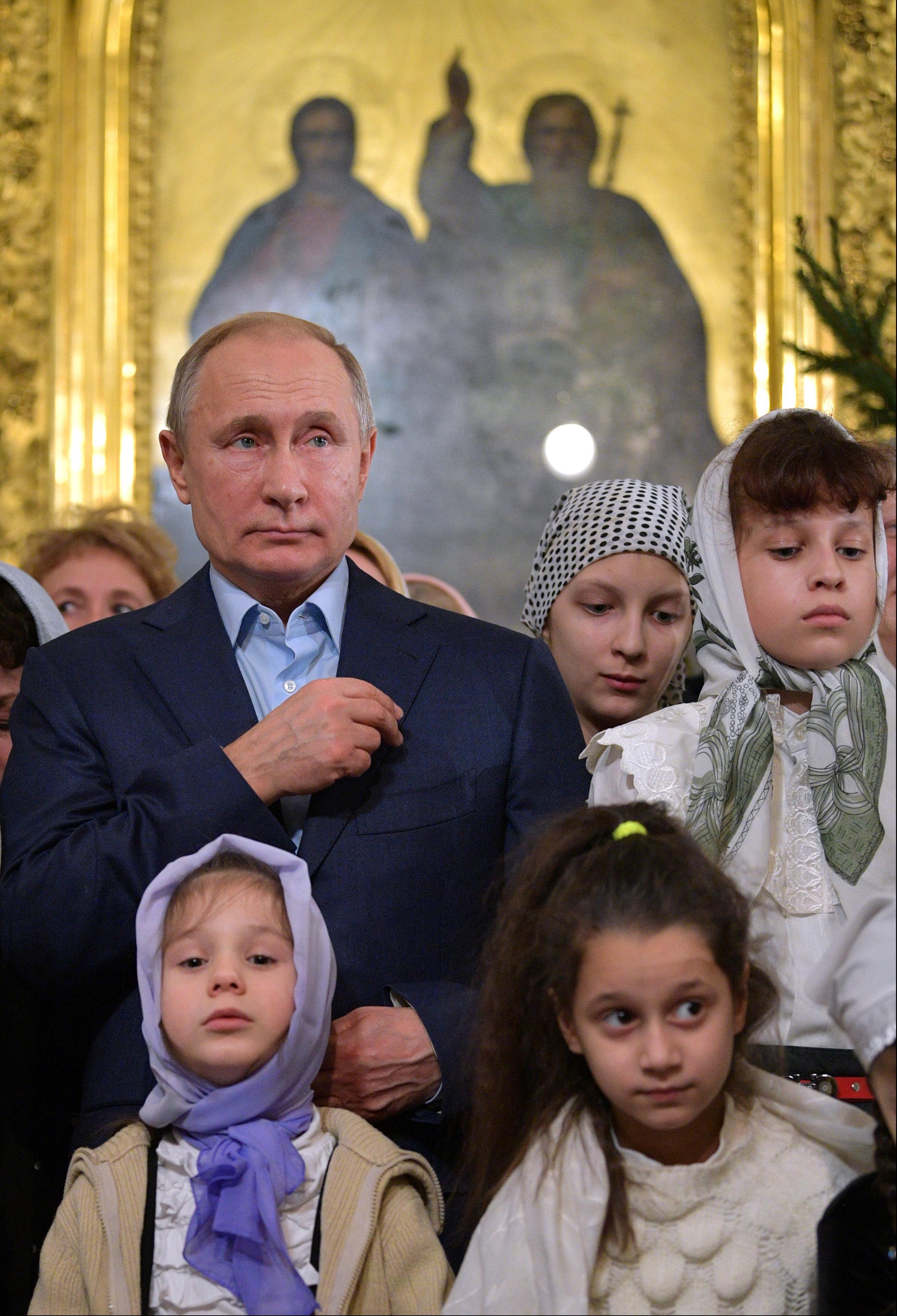 الرئيس بوتين يحضر قداس عيد الميلاد فى إحدى كنائس (6)