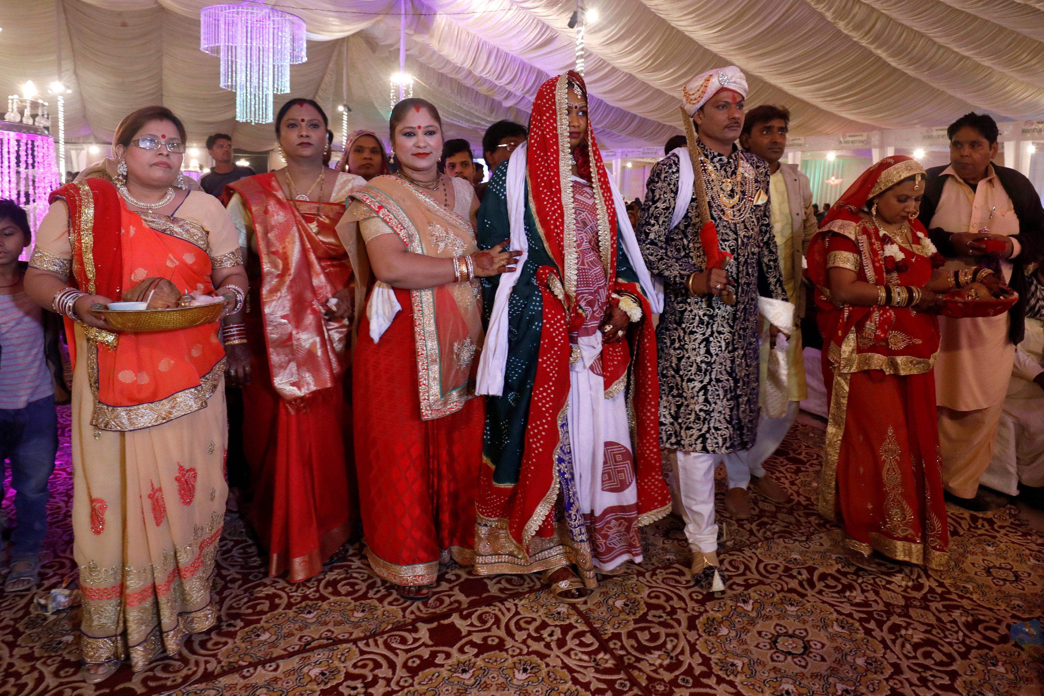 جانب من حفل الزفاف الجماعى (3)