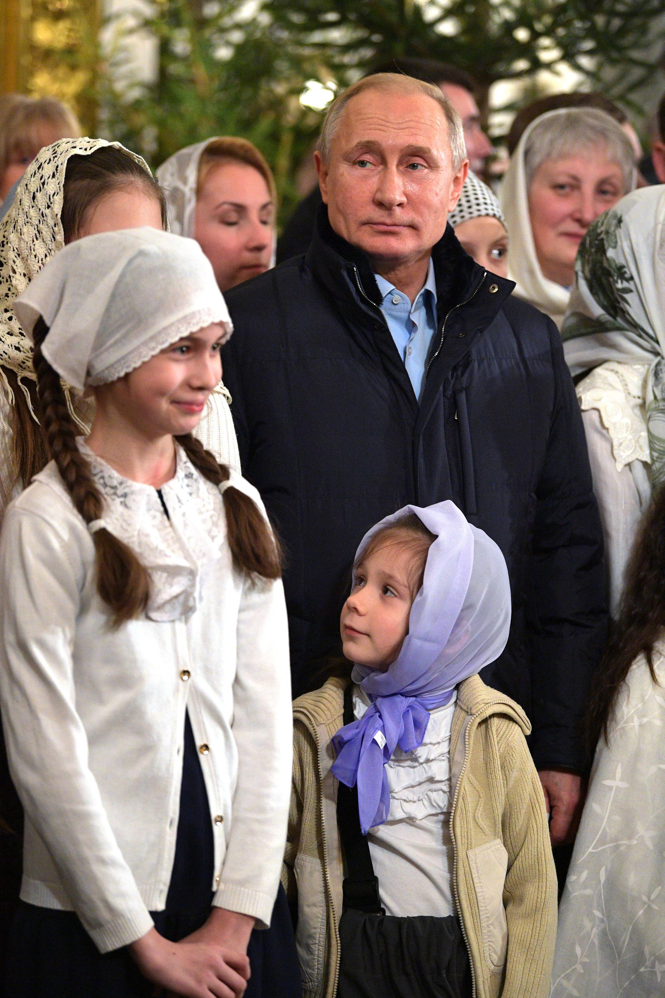 الرئيس بوتين يحضر قداس عيد الميلاد فى إحدى كنائس (2)