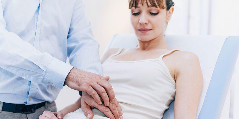 الم اسفل البطن عند المرأة