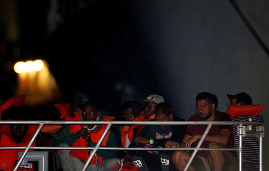 إنقاذ مئات المهاجرين