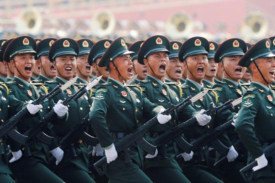 القوات الصينية خلال العرض العسكرى