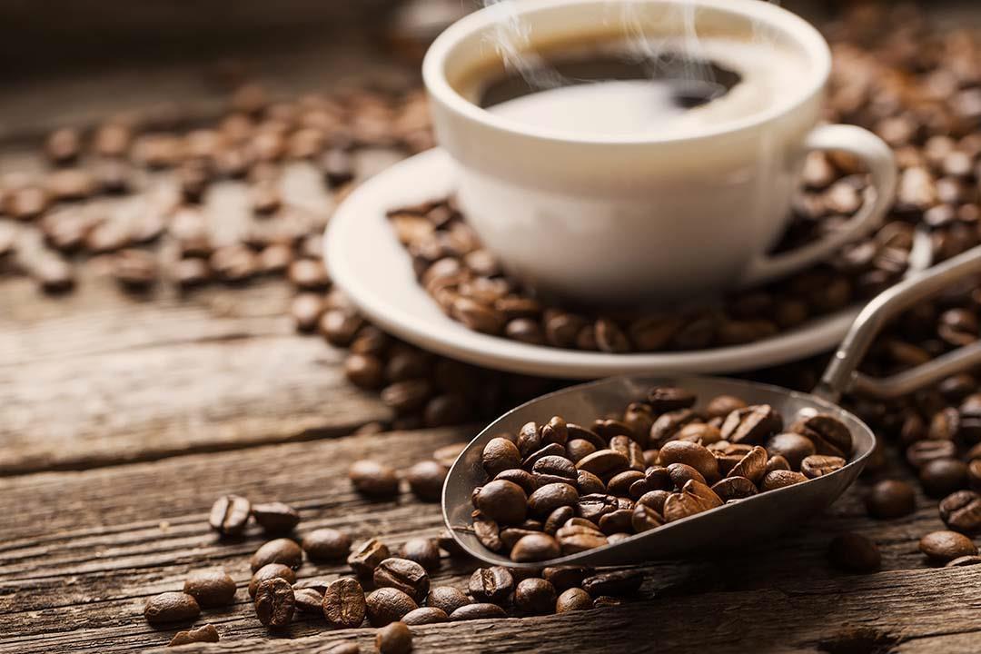 طرق التخلص من اصفرار الاسنان نتيجة القهوة