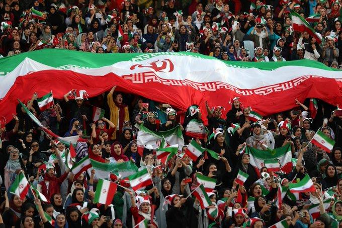 مشجعات ايران فى المدرجات (3)