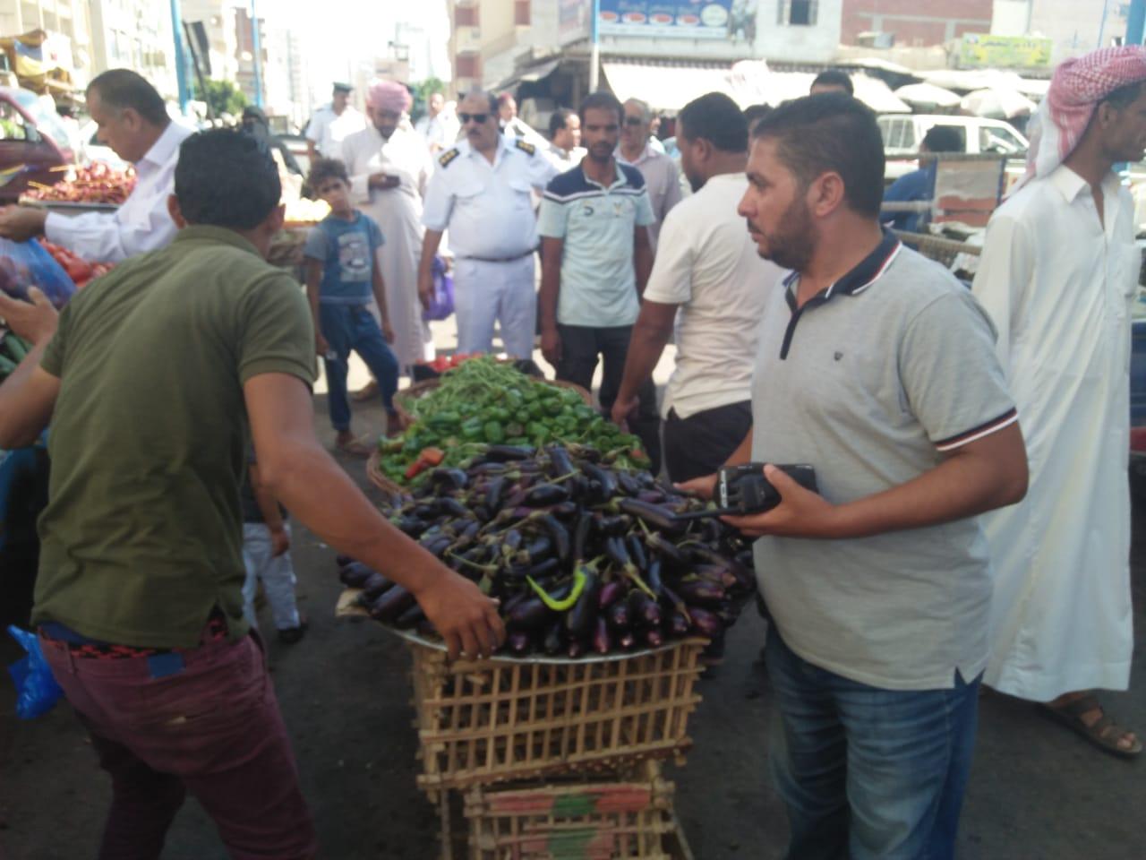 حملة لإزالة الإشغالات وباعة الخضراوات من شوارع مطروح (5)