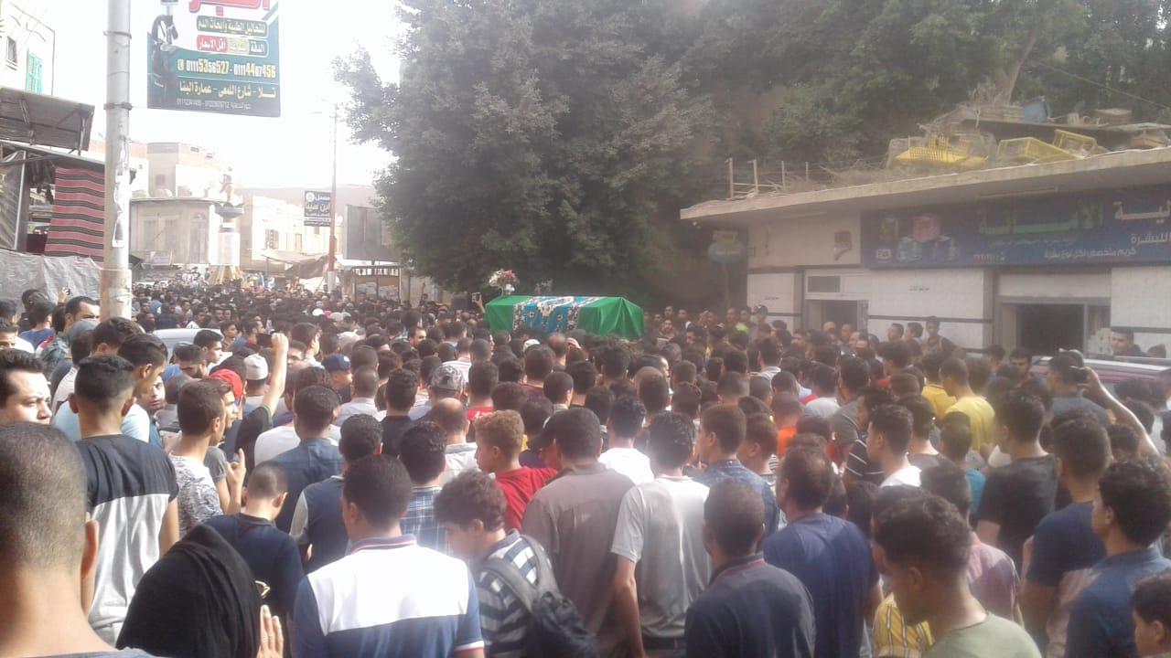 جنازة مهيبة للطالب محمود البنا (2)