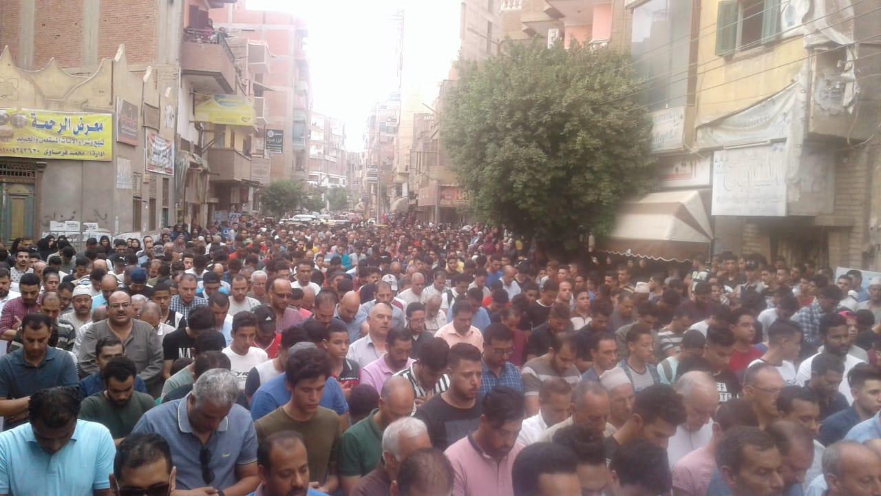 جنازة مهيبة للطالب محمود البنا (5)