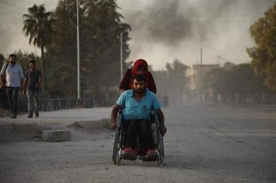 سورى-من-متحدى-الإعاقة-يفر-هربا-من-نيران-تركيا