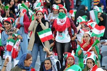 مشجعات ايران فى المدرجات