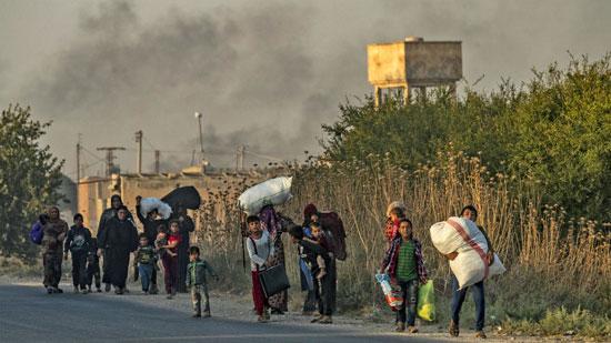 السوريون-يتركون-ديارهم-هربا-من-العدوان-التركى