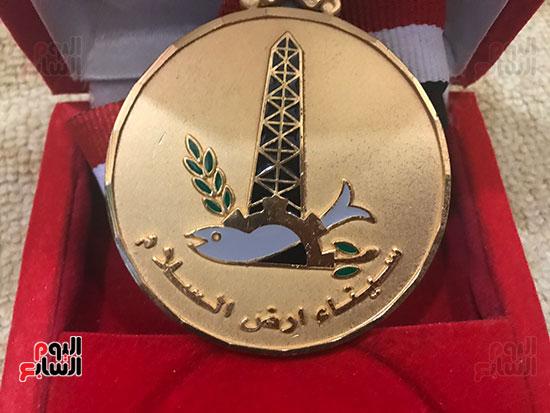 ميداليات-تقديرية-لأبو-منونة-(3)