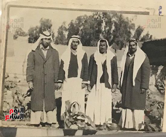 أبو-منونة-مع-أفراد-عائلته