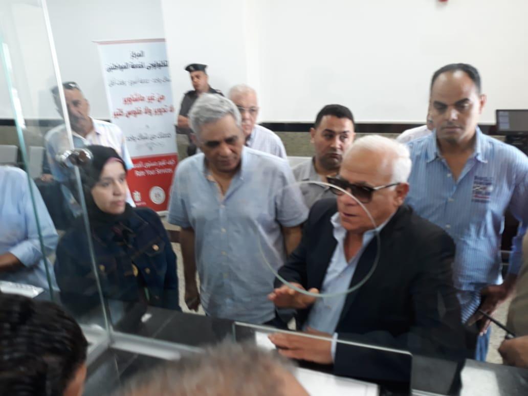 محافظ بورسعيد يتفقد المركز التكنولوجى لخدمة المواطنين بالديوان العام (8)