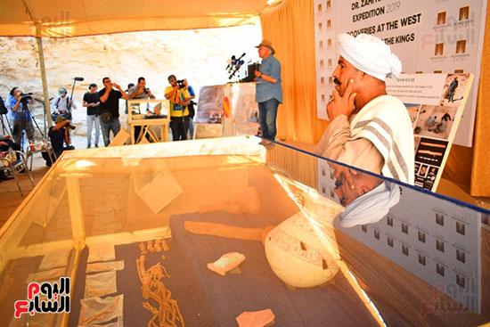 مقتنيات-وكنوز-إكتشفها-العالم-الشهير-زاهي-حواس-للبعثة-المصرية-بوادي-الملوك-ووادي-القرود-(3)