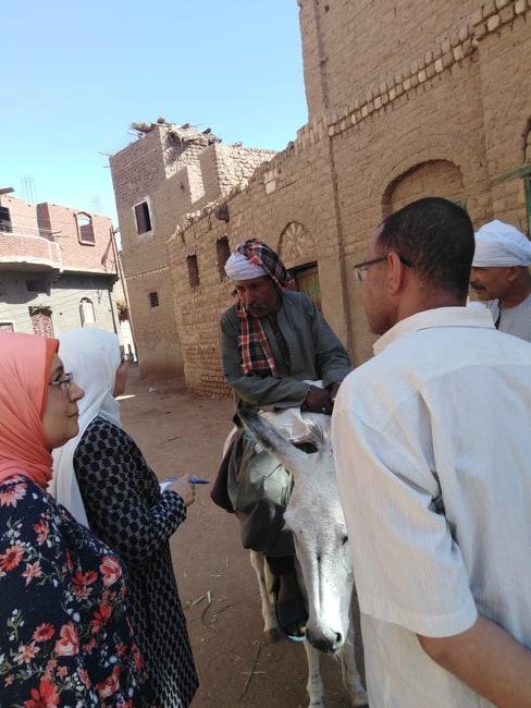 وفد متابعة المشروعات بـالوزراء يزور القرى الأكثر احتياجا (1)