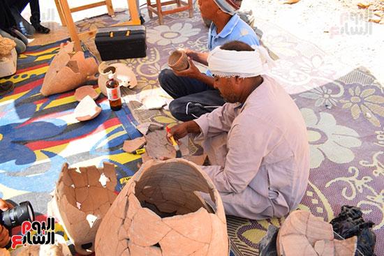 مقتنيات-وكنوز-إكتشفها-العالم-الشهير-زاهي-حواس-للبعثة-المصرية-بوادي-الملوك-ووادي-القرود-(13)