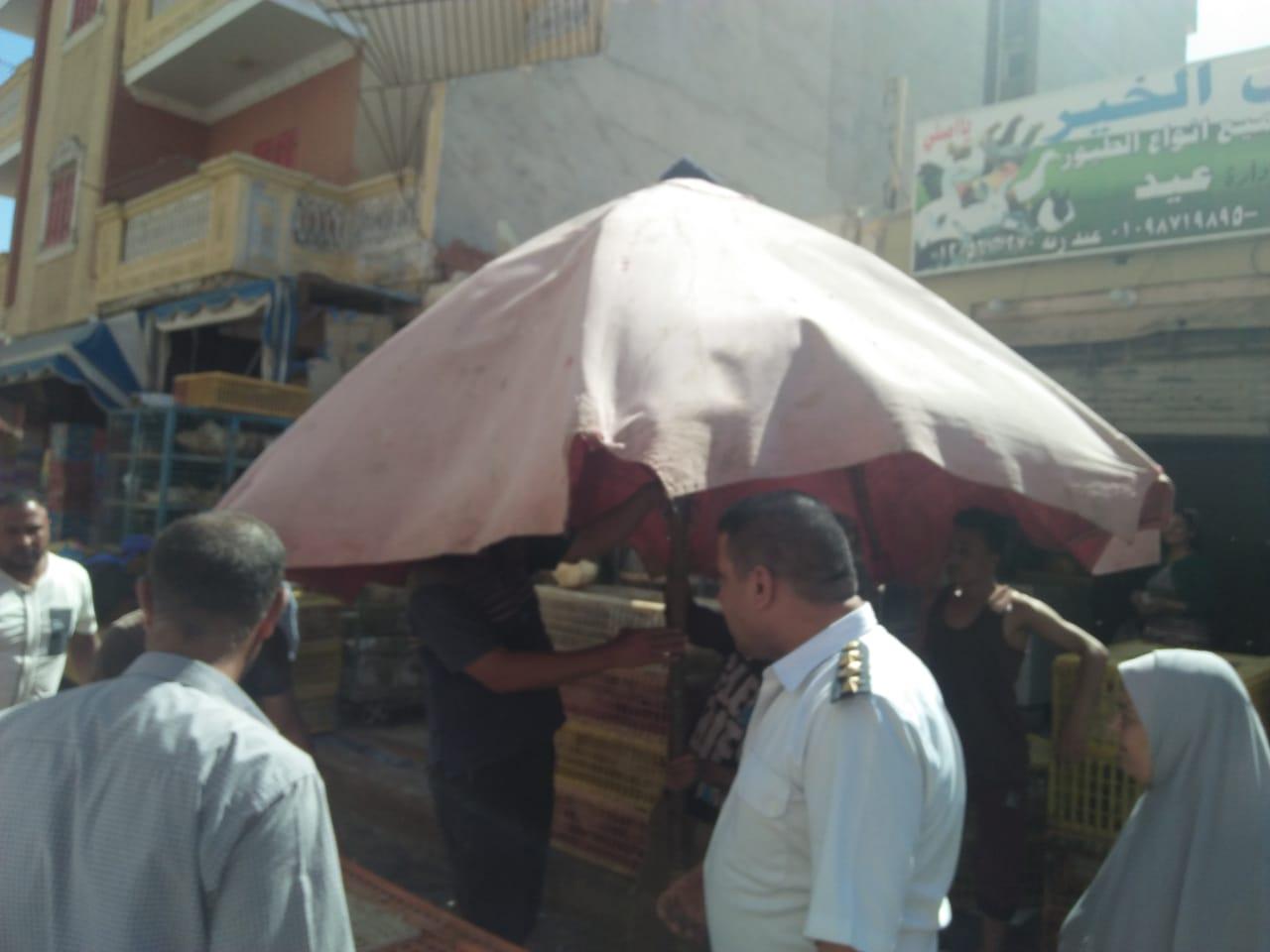 حملة لإزالة الإشغالات وباعة الخضراوات من شوارع مطروح (3)