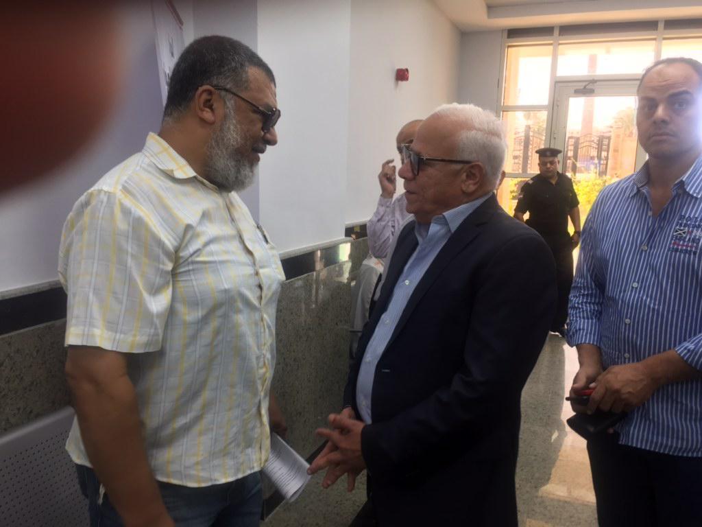 محافظ بورسعيد يتفقد المركز التكنولوجى لخدمة المواطنين بالديوان العام (3)