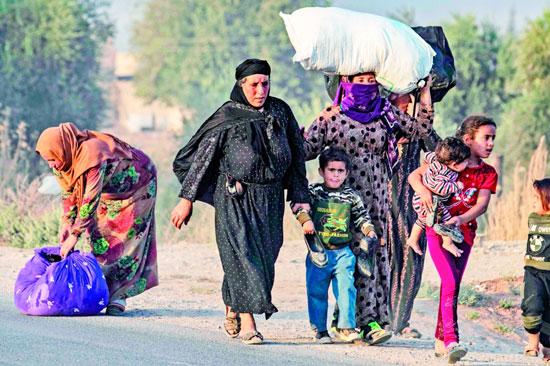 المسنات-السوريات-يفرون-من-العدوان-التركى