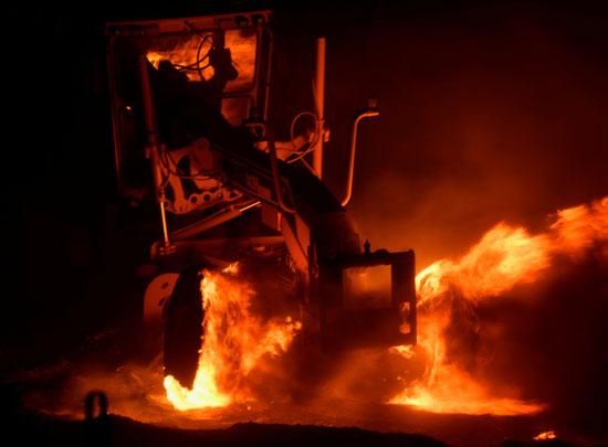 الحرائق تلتهم السيارات
