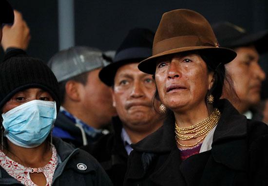 بالبكاء يودع نشطاء الإكوادور أحد المتظاهرين