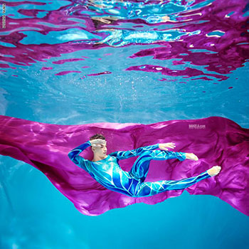رافال مكيلة يستغرق وقتا طويلا فى التقاط الصور تحت الماء