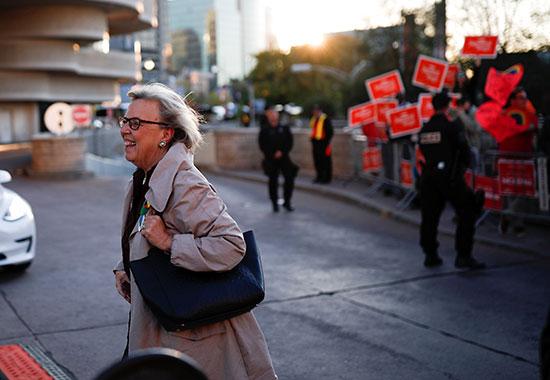 زعيمة حزب الخضر إليزابيث ماى