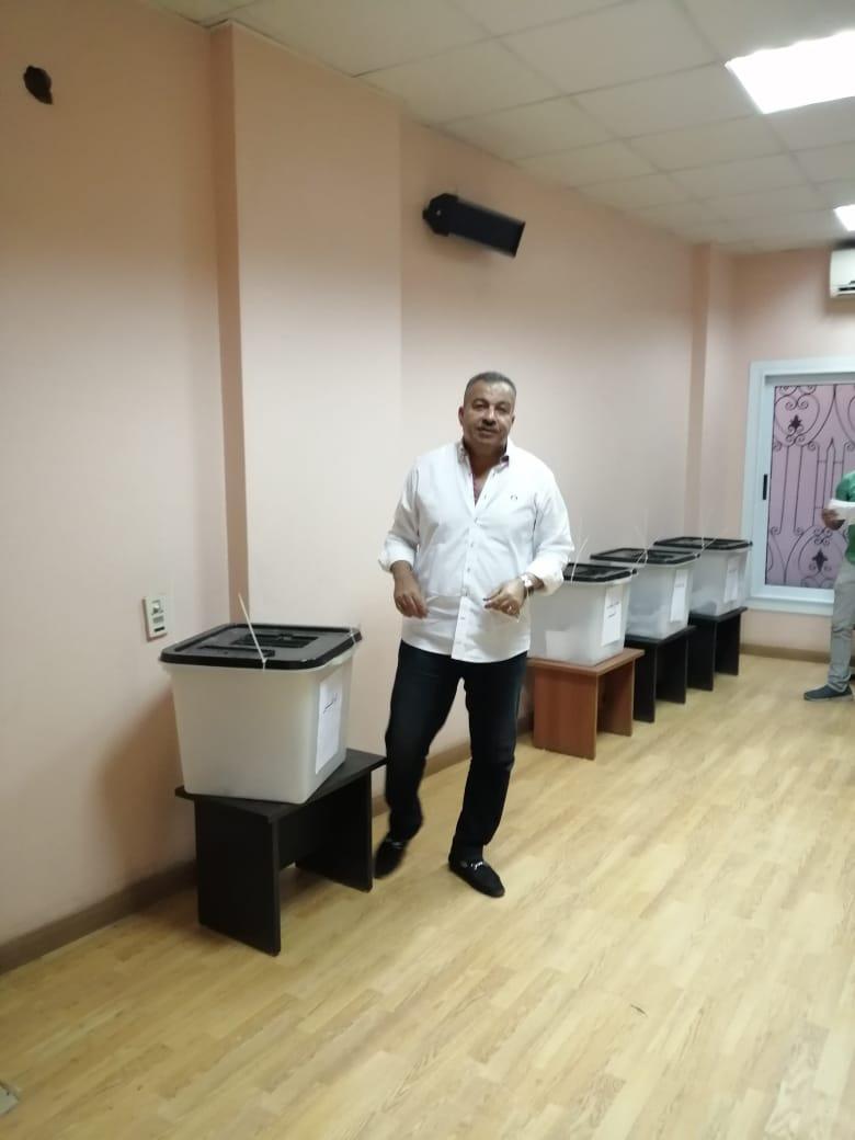 رئيس لجنة الصحة بمجلس النواب يدلى بصوته في إنتخابات نقابه الأطباء بمحافظة الأقصر (3)