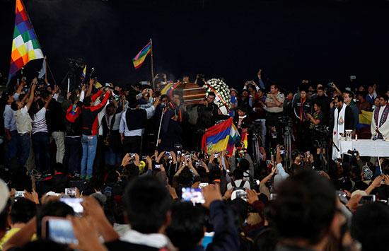 أعلام الإكوادور تهيمن على المشهد