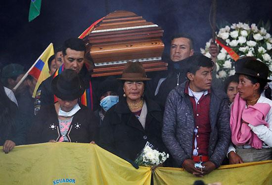 أثناء توديع المتظاهر الإكوادورى